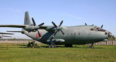 http://delprio.files.wordpress.com/2010/11/antonov-an-12b.jpg